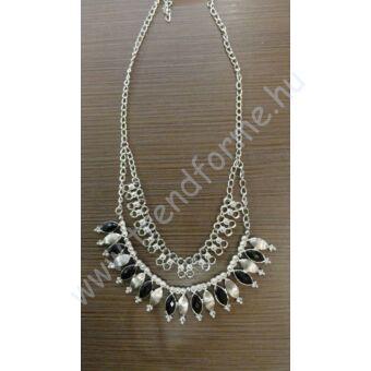 Ezüst színű nyakék fekete kövekkel