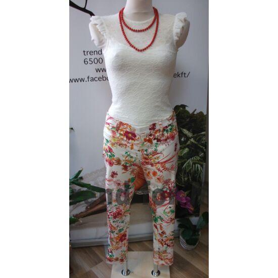 Juliette fehér alapon virágmintás rugalmas nadrág