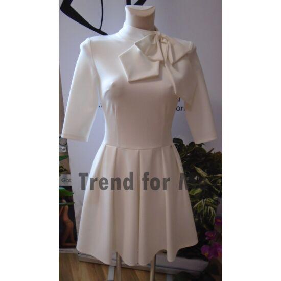 Envy fehér nyakán masnis A-vonalú ruha
