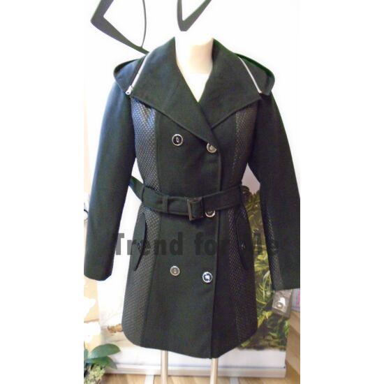 Szöszy oldalt seteppelt kapucnis kabát fekete