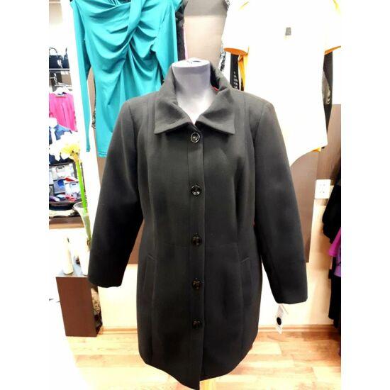 Szöszy enyhén karcsúsított fekete kabát