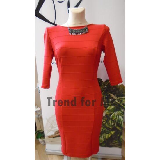 Envy piros anyagában bordázott ruha