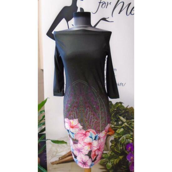 Envy T-vállú alján virágos ruha